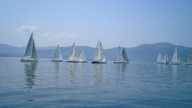Σε εξέλιξη μέχρι τις 25 Ιουλίου το 48ο Διεθνές Ιστιοπλοϊκό Ράλλυ Αιγαίου με αφετηρία το Φάληρο και σταθμούς την Αμοργό, τη Σάμο και τις Οινούσσες.