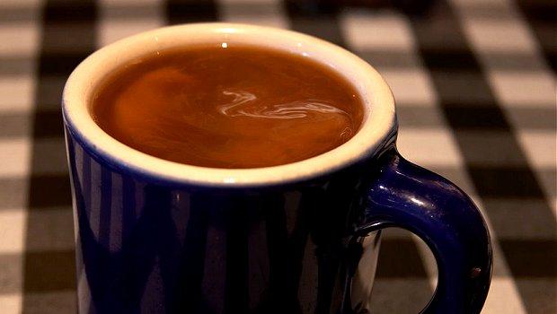 6+1 επιστημονικώς τεκμηριωμένοι τρόποι με τους οποίους μπορεί να βοηθήσει την προπόνησή σας ο καφές και η καφεΐνη.