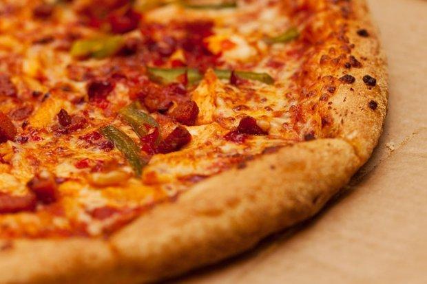 Ποιες είναι οι κυριότερες χημικές αντιδράσεις οι οποίες δίνουν σάρκα και οστά στην υφή, τη γεύση και την εμφάνιση μιας πίτσας;