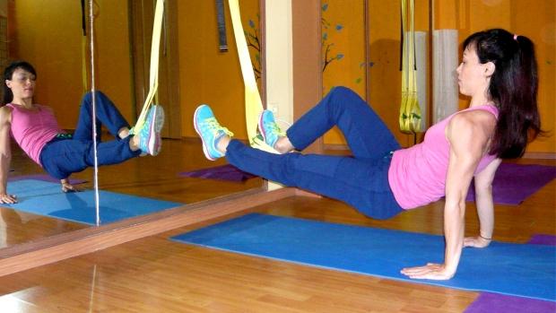 Δυναμώστε τους γλουτούς και τους μηριαίους σας δικεφάλους με τη χρήση ιμάντων TRX με αυτές εδώ τις 5 ασκήσεις. Γράφει για το XBody.gr, η Κατερίνα Βαφειάδου.