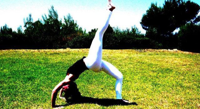 Μια εισαγωγή στη yoga και το pilates, καθώς και στις ομοιότητες και διαφορές τους.