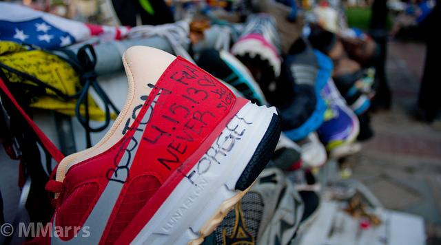 Μέσα σε έντονα φορτισμένο κλίμα διεξήχθη τη Δευτέρα 21/4 στη Βοστώνη ο 118ος Μαραθώνιος, ένα χρόνο μετά τη βομβιστική επίθεση που κόστισε τη ζωή σε 3 ανθρώπους.
