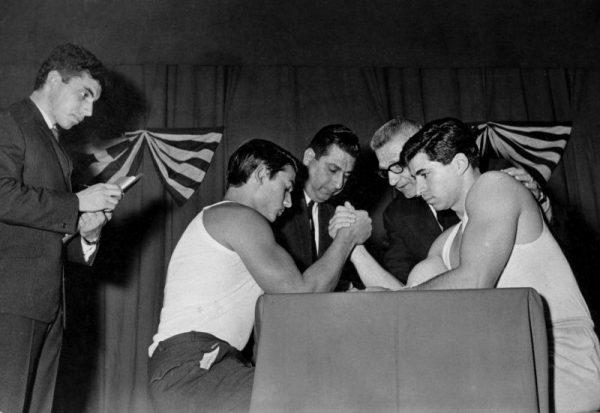 Γερμενής έναντι Λιβάνιου, στον τελικό μπραντεφέρ στο περιθώριο του IFBB Μρ. Αθήναι 1966. Ο Λιβάνιος κατετάγη 2ος στο μπραντεφέρ.