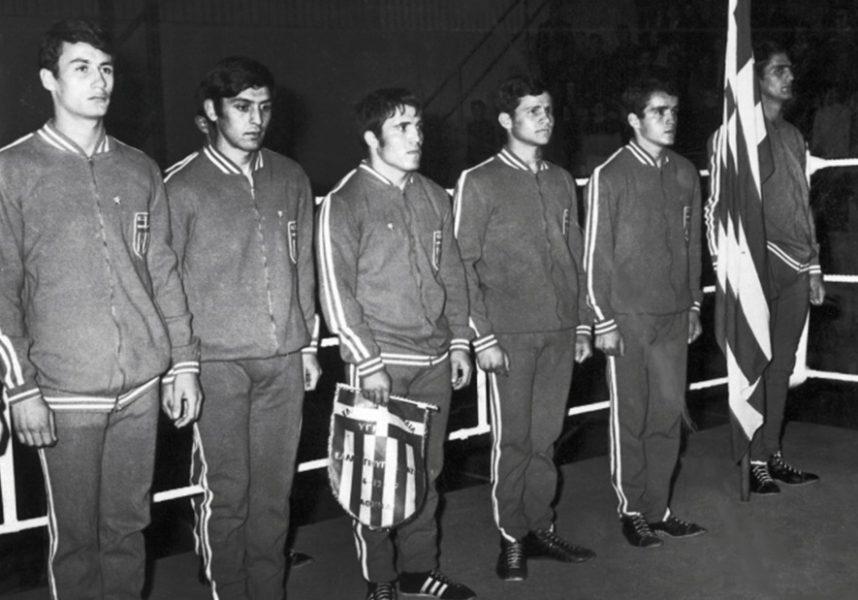 Εθνική ομάδα πυγμαχίας απ'αριστερά: Δ.Ζαχαρόπουλος 63 ½ kg . Τσιρώνης 60 kg . Αγγ.Θεοτοκάτος 57 kg .Αθ.Χουλιάρας  54 kg . Παν.Σολωμός 41 kg. Αθ.Γιαννόπουλος 75 kg.