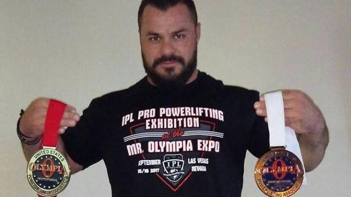 Με δύο μετάλλια, αργυρό και χάλκινο, επιστρέφει στην Ελλάδα ο Παντελής Σαπουνάκης, μετά από συγκλονιστική εμφάνιση στο Mr. Olympia Pro Powerlifting 2017 που διεξήχθη στο Las Vegas.